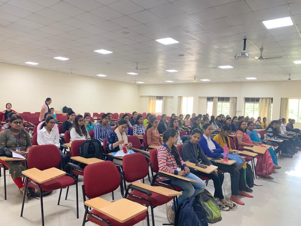 Students attending Mphasis On-Campus Drive