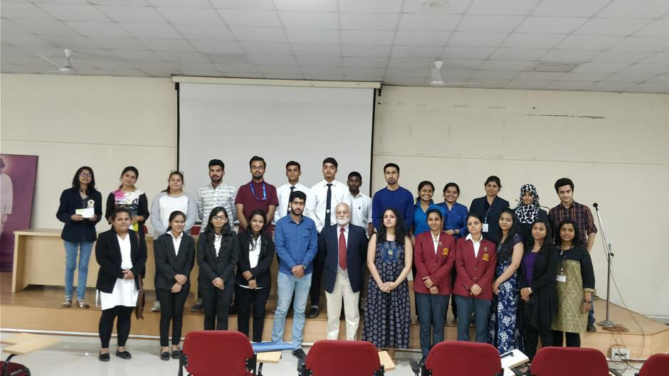 The participants of the Sadhu Vaswani Inter College Debate 2017 – 18 with the judges,