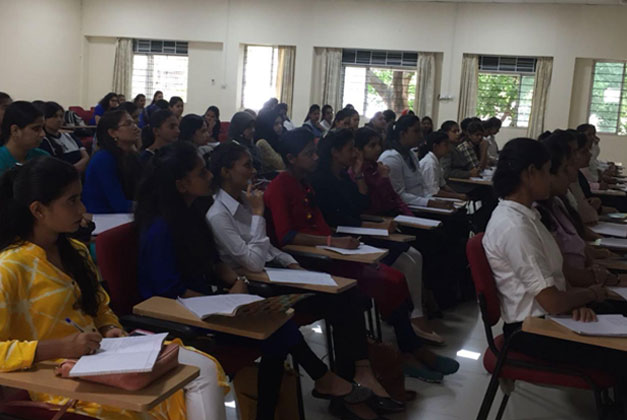 Students in keen attention to thelecture on Trends in HRM