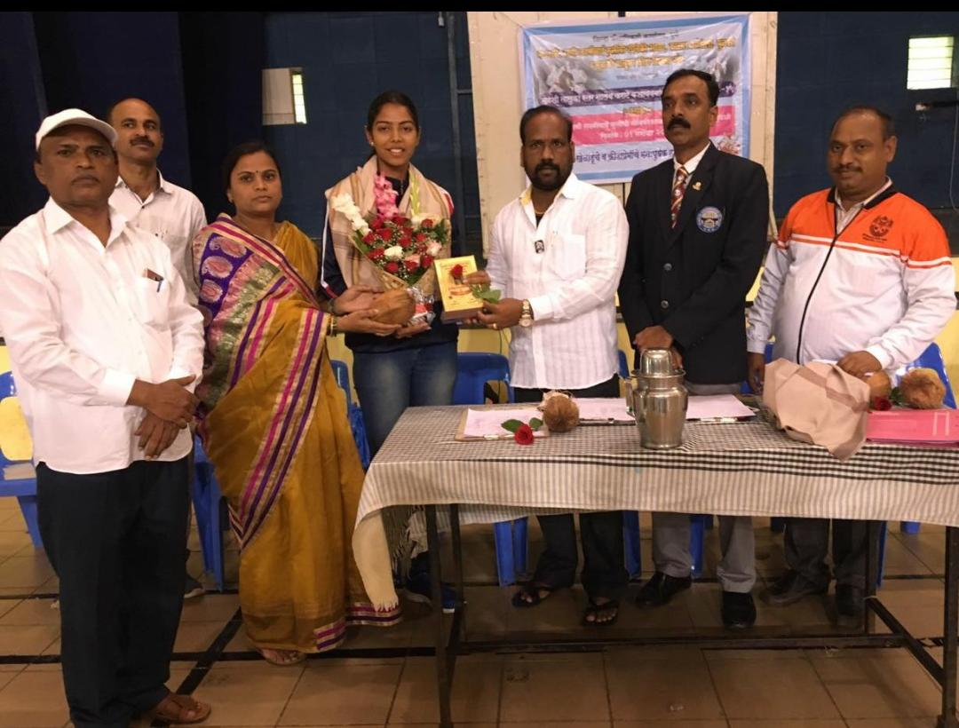 Sampada Buchade awarded as best athlete 2018 from Pune District Sports Teachers Association, Mulshi Taluka